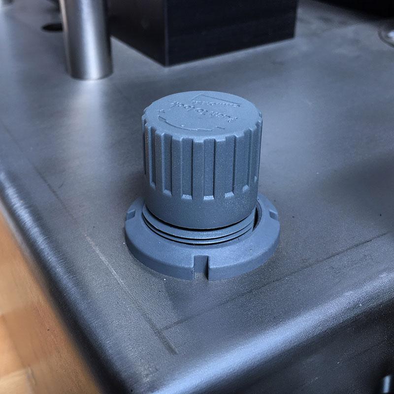 regolatore di pressione su tappatrice smiautomatica Telm srl